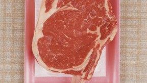 La carne roja no es la única fuente de proteínas; también se encuentran en los frijoles, nueces y semillas.