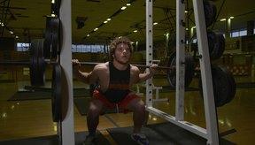 Sólo haciendo sentadillas y peso muerto dejarás algunos músculos débiles e indefinidos.