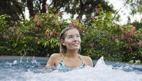 Un jacuzzi con agua caliente puede ayudarte a disminuir el dolor.