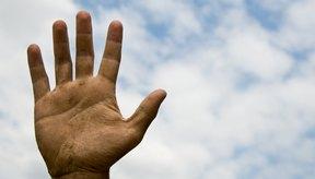 El clima puede jugar un papel importante que cause manos secas.