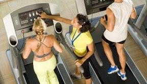 Caminar o correr en una caminadora quema un número relativamente alto de calorías.