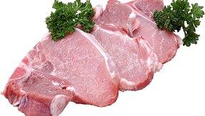 La carne fresca de cerdo es baja en sodio y alta en tiamina.