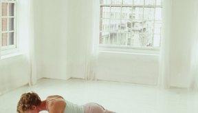 Los ejercicios isométricos te desafían a mantener una posición a pesar de la resistencia.