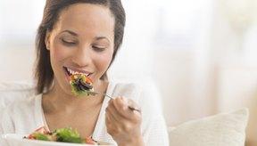 Los alimentos ingresan al estómago luego de que los hayas masticado y tragado.
