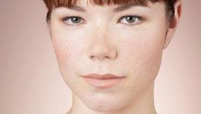 El calor, el movimiento y los aceites naturales de la piel o el cuero cabelludo, pueden contribuir a que tu flequillo se separe.