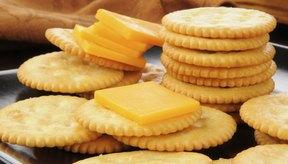 El cheddar y queso suizo pueden ser bien tolerados por aquellos que son intolerantes a la lactosa.