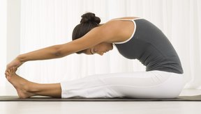 Para aliviar el dolor del sacro, una de las cosas que puedes hacer es estirar aquellos músculos que están tensos.