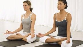 Trata de realizar tus rutinas de Pilates con la ayuda de algún instructor capacitado en Pilates para osteoporosis.