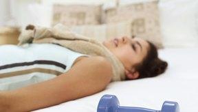 Mantén unas pesas en tu cuarto para que estés siempre preparada para hacer ejercicios de entrenamiento de fuerza.