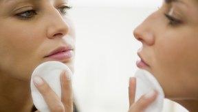 Aplica loción tonificante luego de afeitar el área del labio.