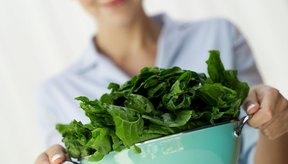 La espinaca fresca provee más nutrientes por gramos que la espinaca cocida.