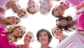El estrógeno juega un papel importante en el desarrollo de los senos durante la pubertad y el embarazo.