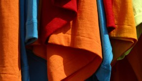 El algodón tiñe bien, generando colores vibrantes.