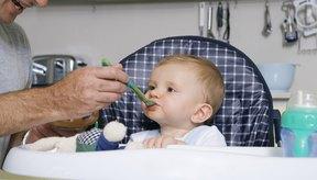 La avena infantil es uno de los primeros alimentos que los bebés suelen comer.