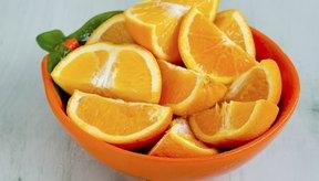 Tazón de naranjas en rodajas.