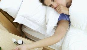 Descansar y tomar líquidos pueden ayudar a aliviar algunos síntomas de infecciones virales.