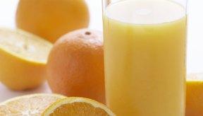 El ácido cítrico se produce de forma natural en el zumo de naranja.