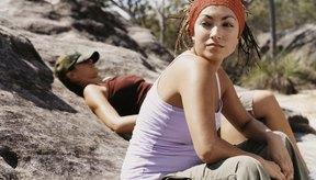 Sujeta tus rastas hacia atrás con una cinta de pelo mientras haces ejercicio.