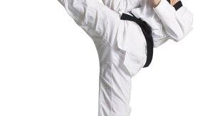 La patada circular es un movimiento popular de las artes marciales.