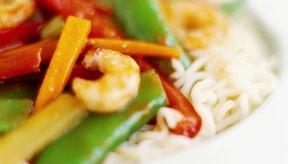 Algunos alimentos pueden causar que los gases queden atrapados en el estómago o en los intestinos.
