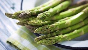 Incluye vegetales sin almidón de bajos carbohidratos que te llenen más en tu dieta.