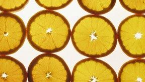 Si tienes un horno, tienes la posibilidad de hacer tus propias rebanadas de naranja deshidratadas en casa.