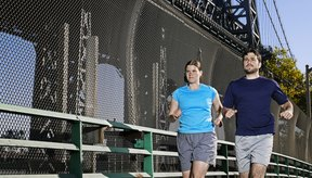 El ejercicio eleva tu metabolismo, haciéndote más fácil el mantener un peso saludable.