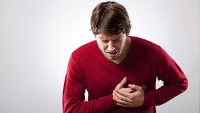 El dolor en el pecho puede ocurrir si tienes problemas con otras partes del cuerpo, incluyendo tu columna, los músculos traseros y los nervios asociados.