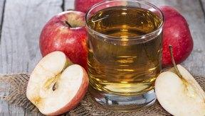 Vaso de jugo de manzana.