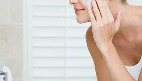 Haz un exfoliante facil de azúcar en casa para para revear una piel más suave.
