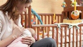 Madre que amamanta a su bebé.