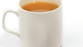 Si bien la cafeína en el café puede hacer que te sientas agitado, su acidez relativamente alta puede conducir a malestares estomacales.