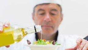 Los aderezos para ensalada sin grasas pueden tener mucho sabor.