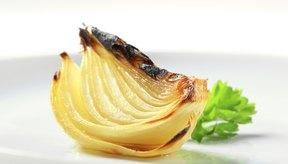 Cocinar la cebolla con otros alimentos le añade sabor y nutrientes a tus comidas.