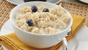 La avena es una buena fuente de carbohidratos para disfrutar en el desayuno.