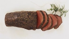 Puedes optar por comprar roast beef en rebanadas en una tienda de delicatessen.