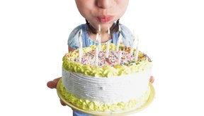 Siempre es una buena idea preguntar a tu pre-adolescente antes de hacer la torta, de esa manera sabrás con seguridad que le gustará.