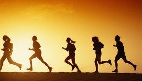 Corre con amigos para una mayor motivación para tonificar tu cuerpo.