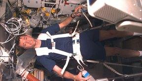 Este astronauta está experimentando con una cinta de correr vibratoria.