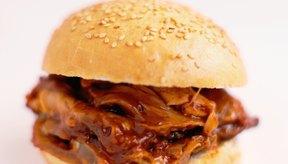 La costilla de res se puede rebanar de forma gruesa para rostizarla o de forma delgada para hacer sándwich.