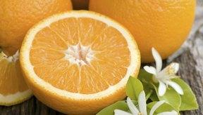 Evita las comidas ácidas como las naranjas mientras padeces de laringitis.