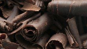 El chocolate y otros alimentos a base de cacao contienen feniletilamina.