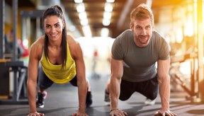 Una flexión de brazo realmente desafía a tu cuerpo entero.