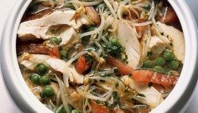Utiliza caldo de pollo casero para varias recetas de sopa.