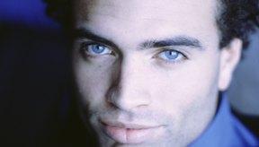 Es natural que una camisa azul resalte la belleza de tus ojos azules.
