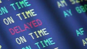 Evita el café o el alcohol mientras esperas por tu vuelo.