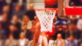 Un buen jugador de baloncesto se preparará de forma adecuada antes de que comience el juego.