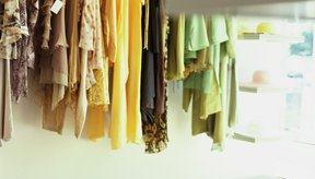 Escoger un nombre memorable para tu marca de indumentaria es una parte esencial del comienzo de tu propia línea de moda.