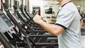 Quema más calorías en menos tiempo corriendo a velocidad sobre una caminadora.