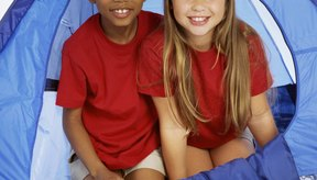 Los campamentos de verano son una gran oportunidad para que los niños hagan nuevos amigos.